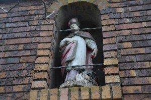 rencontre insolite au centre-ville de Chevigny. c'est qui ? Un saint