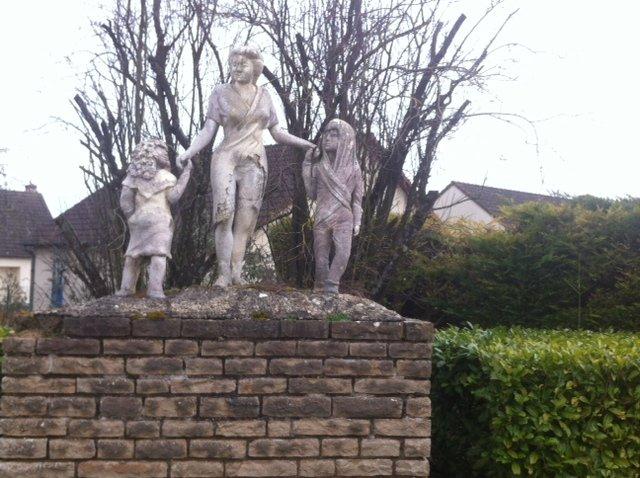 Statue, monument, Avenue d'Amboise, au bout de l'égalité.