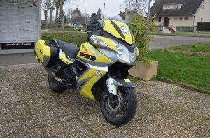 La moto urgence 21 est prête, le jaune est mis.