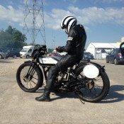 Moto légende, la tête dans le guidon
