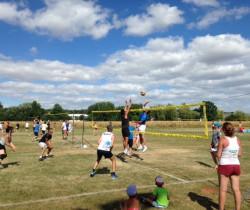 Un tournoi de volley d'été à la clé