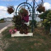 Panneau fleuri à Chevigny, dites-le avec des fleurs