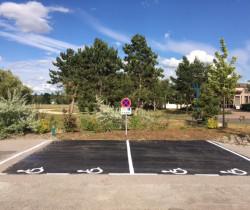 Places de parking PMR à la Saussaie