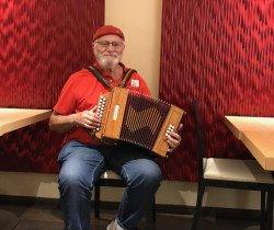 Pierre Vigneron, «le tour du monde en accordéon»