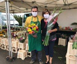 M. et Mme Dubetier, un joli bouquet pour les 7 ans du marché