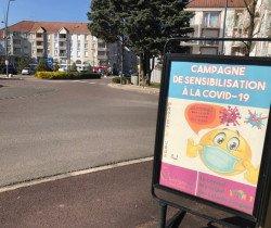 Une campagne de sensibilisation face à la pandémie s'affiche