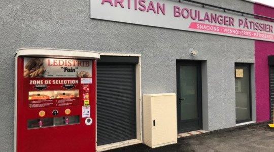 Un distributeur de pain est en service 24 h/24
