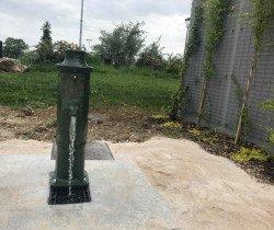 Une borne fontaine sur la plaine de la Saussaie